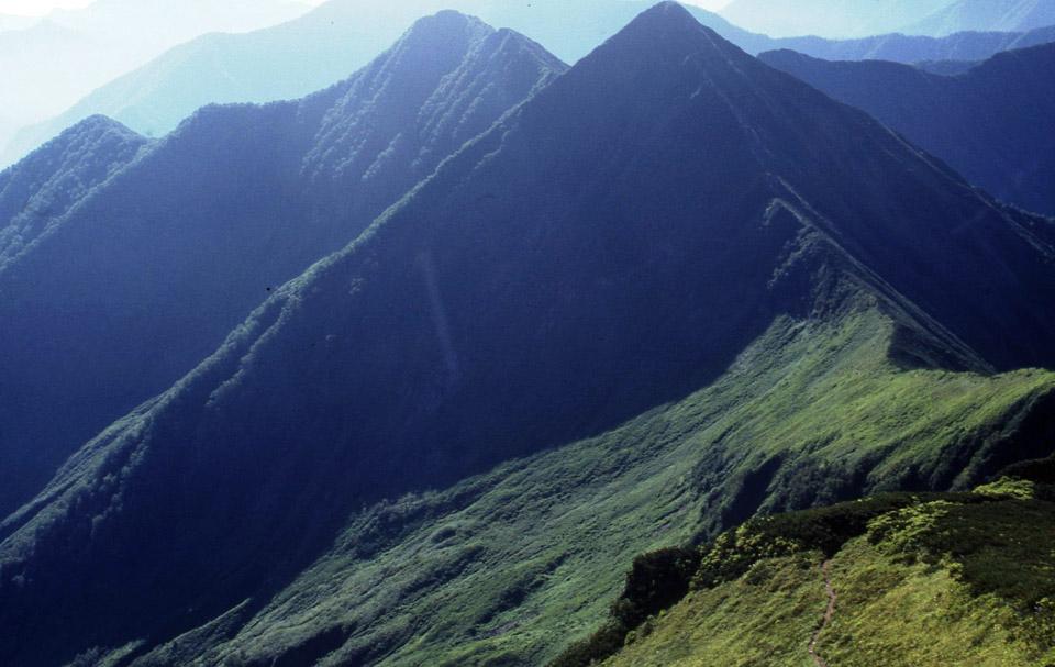 【第177山】ピラミッドピーク  1,853m(北海道)くっきり鮮やか三角錐